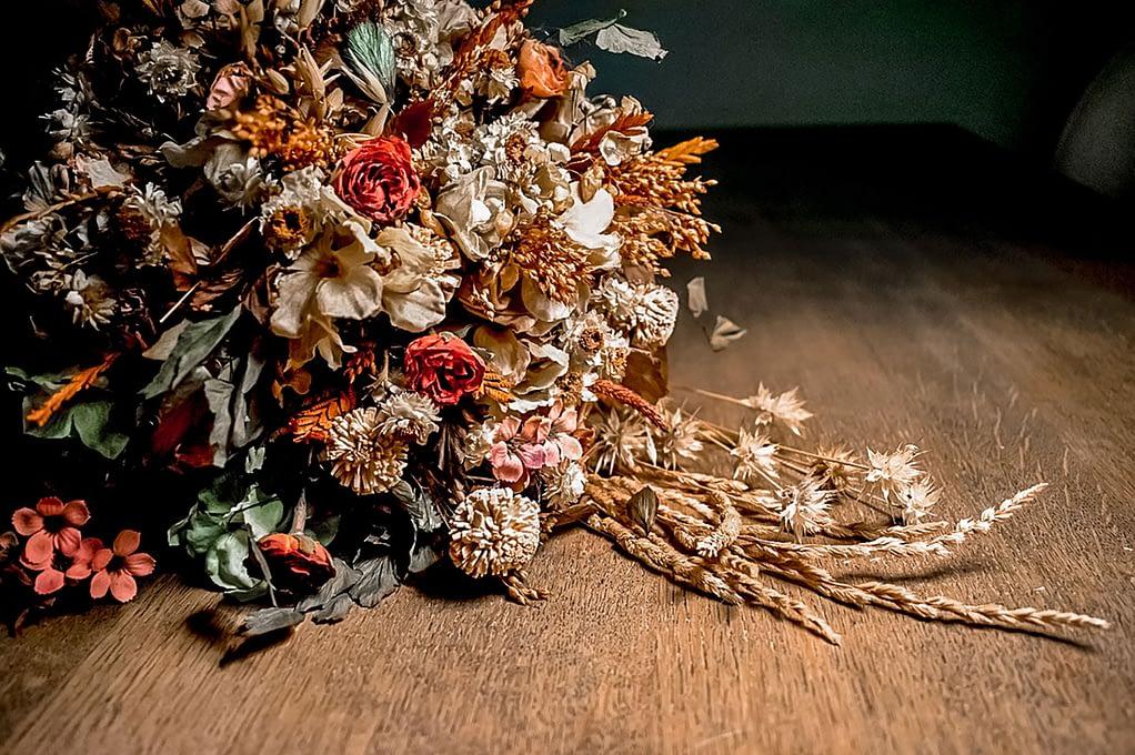 Trockenblumen als Strauß