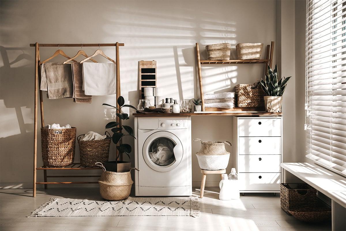 Waschraum mit Dekoration.