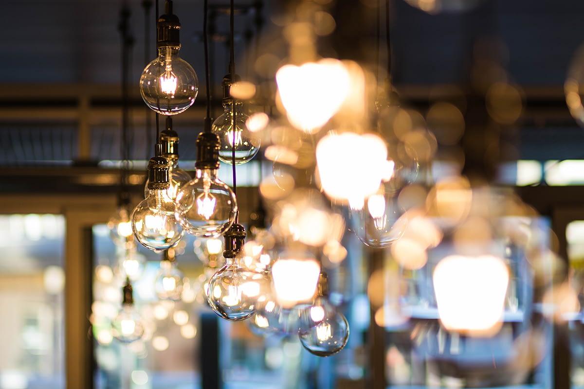 leuchtende Deckenlampen