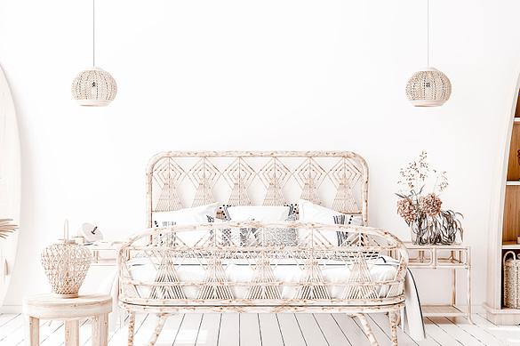Schlafzimmer mit Bett in hellem Holz