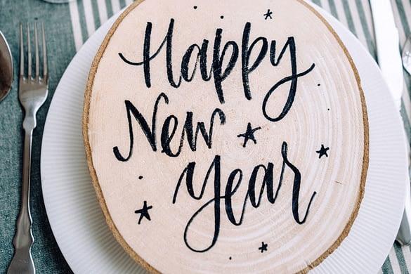 Happy New Year - Brett auf einem Teller
